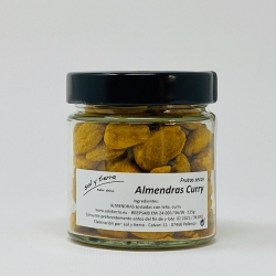 Almonds with curry, toasted on bonfire