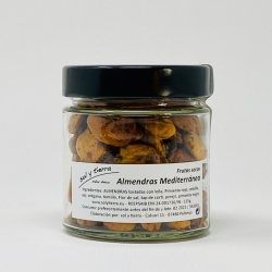 Almonds with mediterranean spices, toasted on bonfire