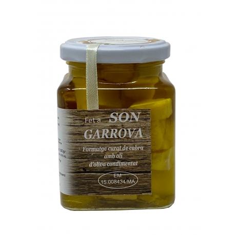 Ziegenkäse mit Knoblauch in Olivenöl